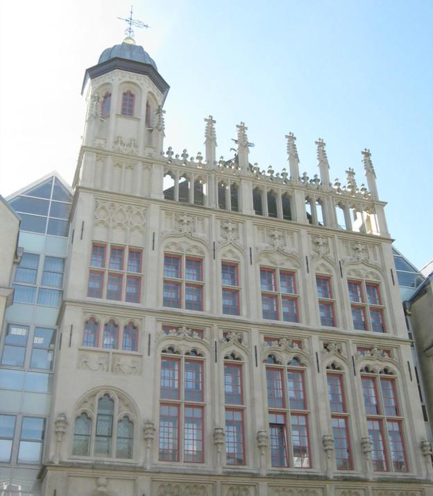 Die neu geschaffene Fassade des Weseler Rathauses